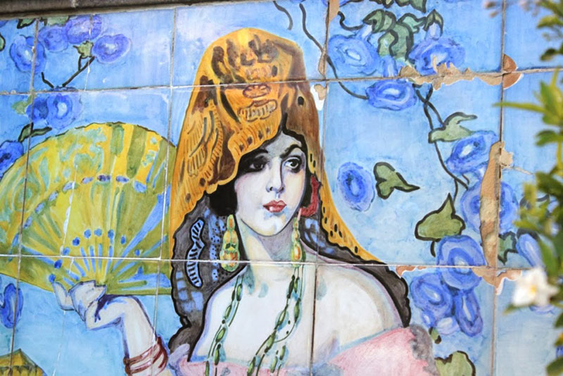 The Pink Lady mural at La Valencia Hotel La Jolla California | Girlfriend is Better