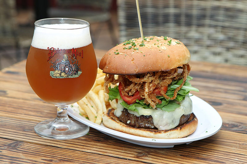 The Public House La Jolla | Best burgers + beer | Girlfriend is Better