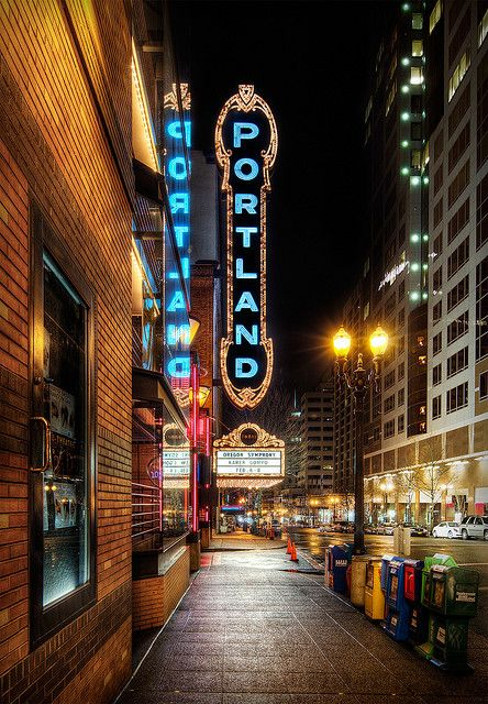 Portland sign | Portland Oregon travel guide | Girlfriend is Better