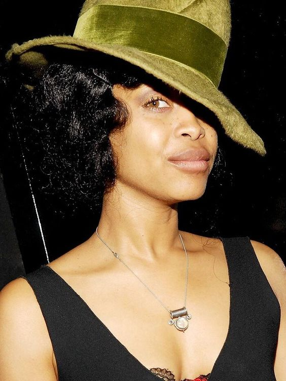 Erykah Badu natural beauty | Retinol vitamin A moisturizer | Girlfriend is Better