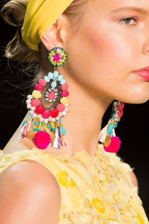 Naeem Khan Spring 2016 shows off bright statement earrings | Girlfriend is Better