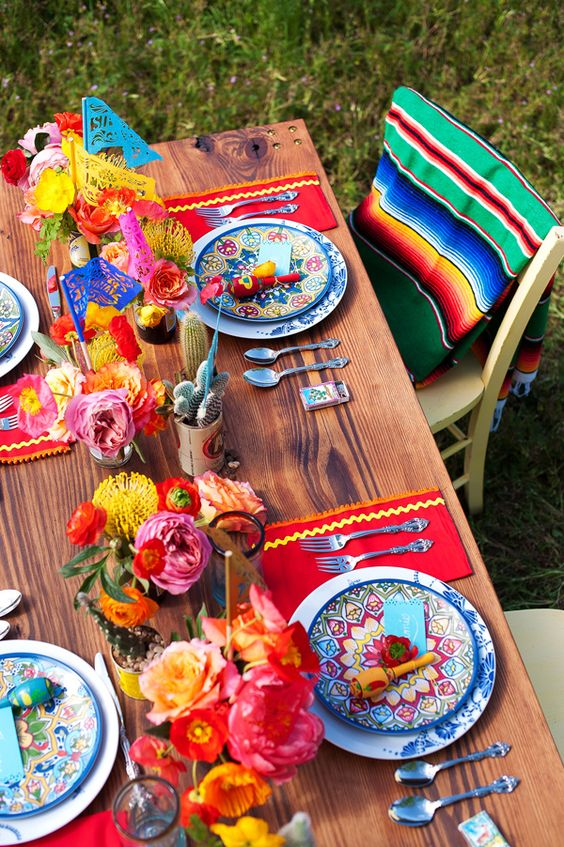 Table settings using Mexican blankets | Girlfriend is Better