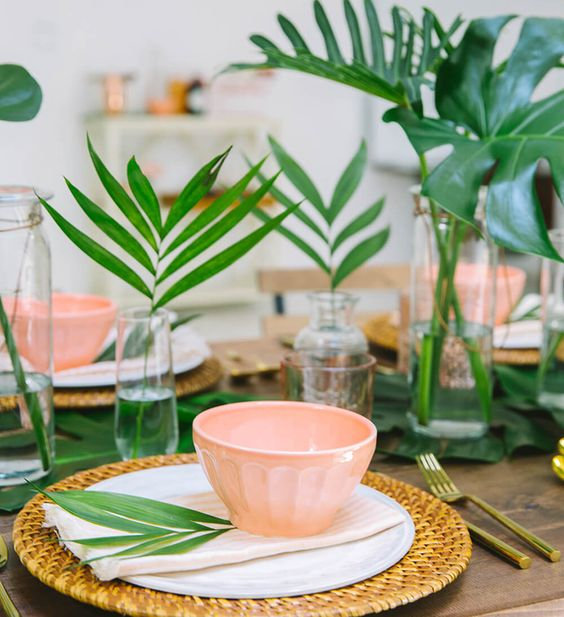 Tropical glam tablescapes for the Spring hostess | Girlfriend is Better