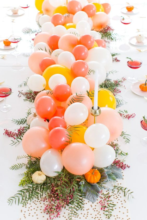 Balloon bouquet for table settings centerpiece | Girlfriend is Better