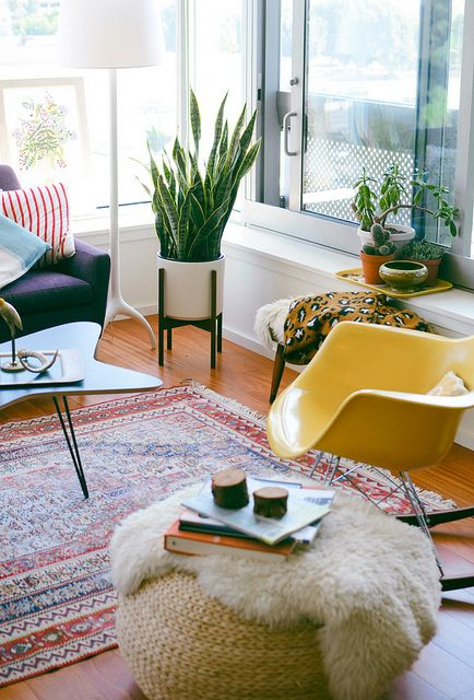 Bright and cheery mid-century modern sunroom | Girlfriend is Better