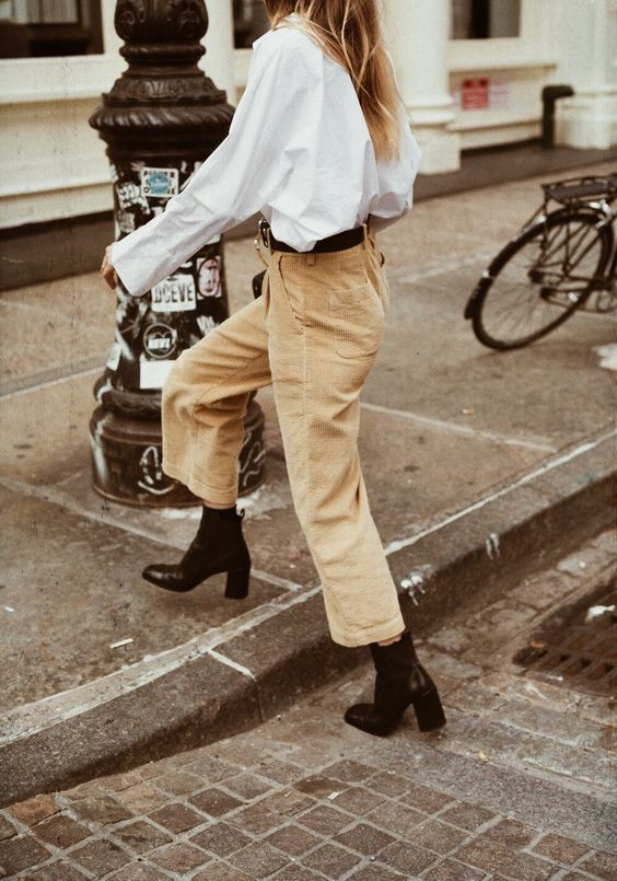 Cropped corduroy pants in beige | Girlfriend is Better