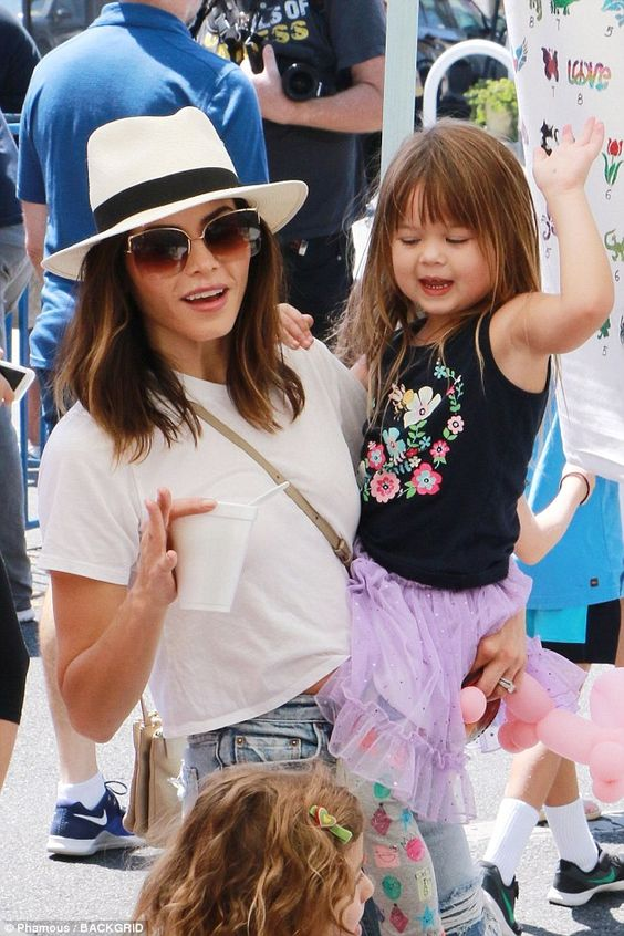 Jenna Dewan-Tatum at The Original Farmer's Market in Los Angeles | Girlfriend is Better