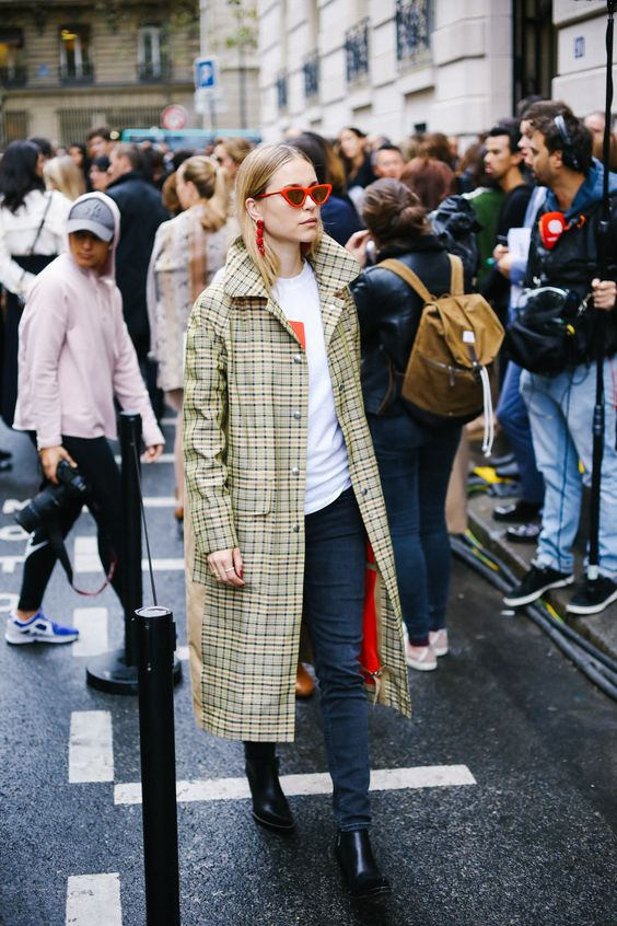 Plaid raincoat with red lining | Paris Fashion Week SS18 | Girlfriend is Better