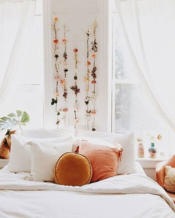 Attractive Pisces Astrology Home Decor | Dried Flowers Above Bed | Girlfriend Is Better