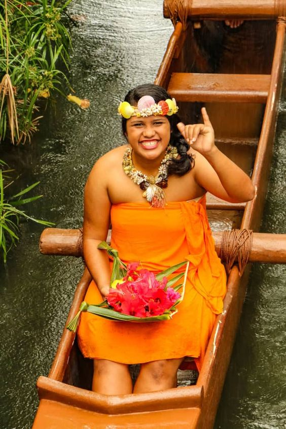 Oahu Hawaii Polynesian Cultural Center Hawaiian woman | Girlfriend is Better