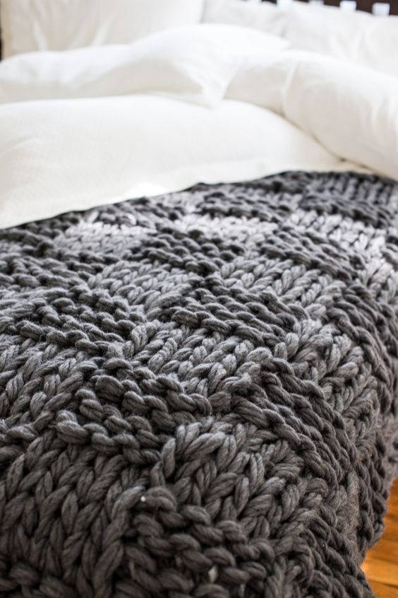 chunky knit blankets | basket weave pattern DIY grey | Girlfriend is Better