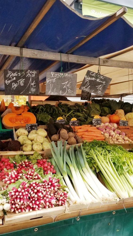 paris 7th arrondissement | rue cler farmer's market vegetables travel guide | Girlfriend is Better